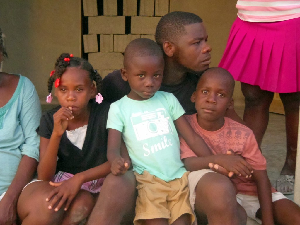 Dieune (ASHOG member and my interpretor) with the children